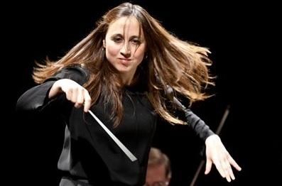 Joana Carneiro. Image courtesy of Leeds Concert Season