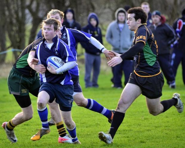 Wharfedale Observer: Old Otliensians' Nathan Rogers runs at the Old Grovians defence