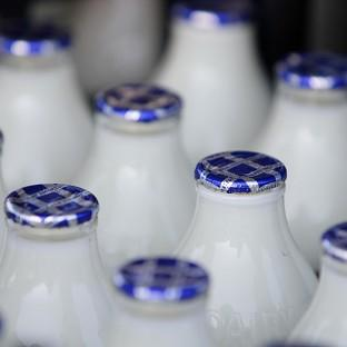 Talks over the controversial 2p a litre reduction in the price of milk will take place at the Royal Welsh Show in Powys