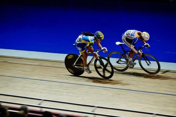 Lizzie Armitstead and Marianne Vos battle it out  Picture: Luke Webber/British Cycling