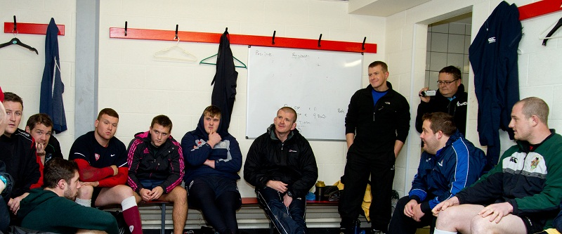 Graham Rowntree talks to the Ilkley players Picture: ruggerpix.com