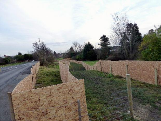 Fencing in Bramhope to outline the public right of way
