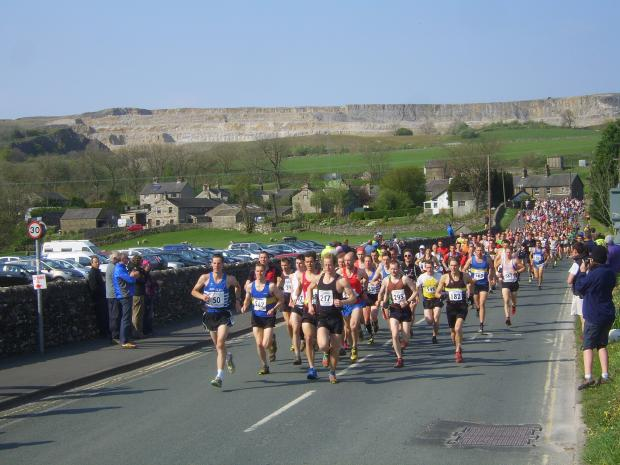 Wharfedale Observer: The start of 2011's Three Peaks Race