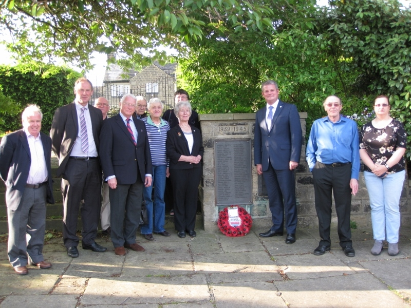 (6953888) the wreath laying ceremony in Guiseley