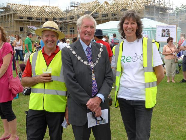 Wharfedale Observer: Karen Palframan and Councillor Andrew Wallbank  with Fete volunteer/arena designer Brent Thomson on left