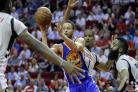 Curry leads Warriors to 60th win